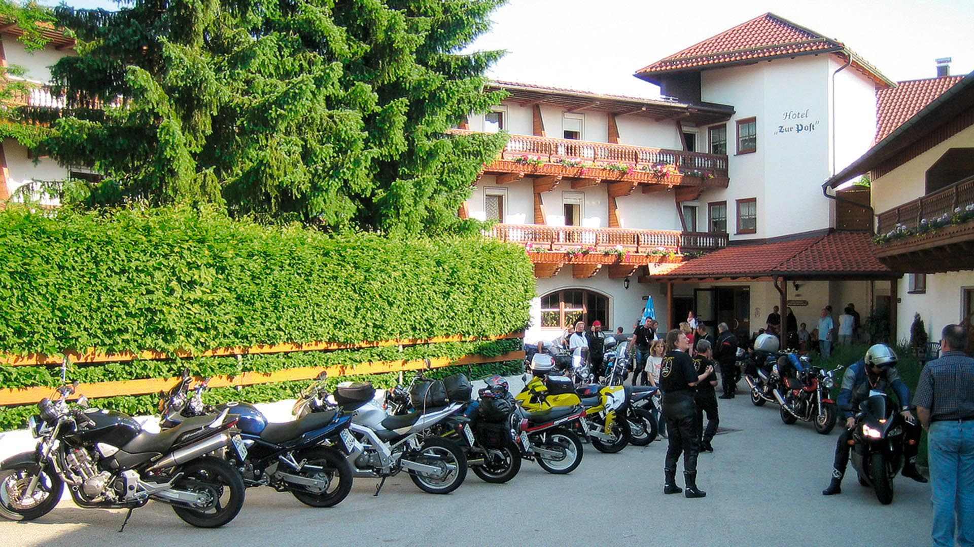 Bikeotel zur post for Appoggiarsi all aggiunta al garage