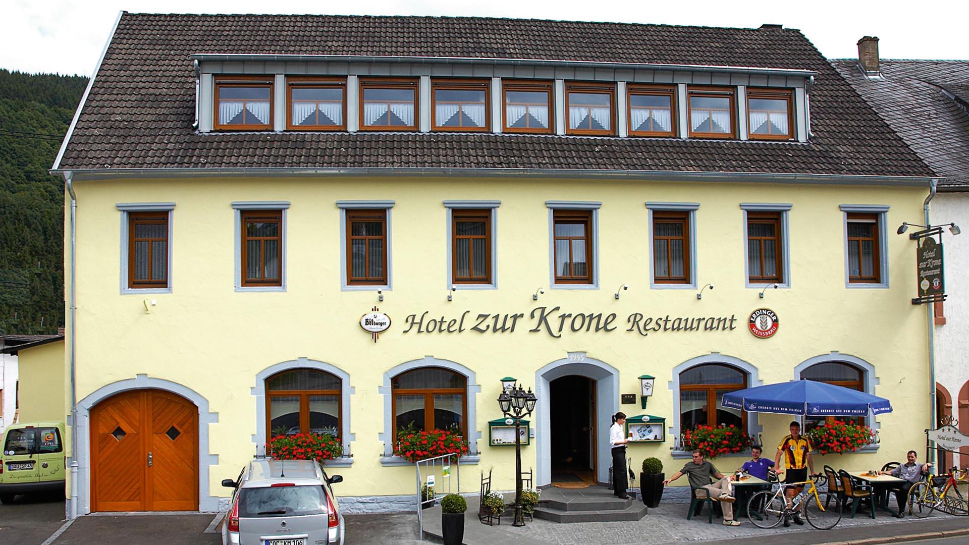 Hotel zur krone for Appoggiarsi all aggiunta al garage